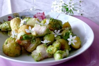 Salade tiède de grenailles et rouget à l'ail des ours