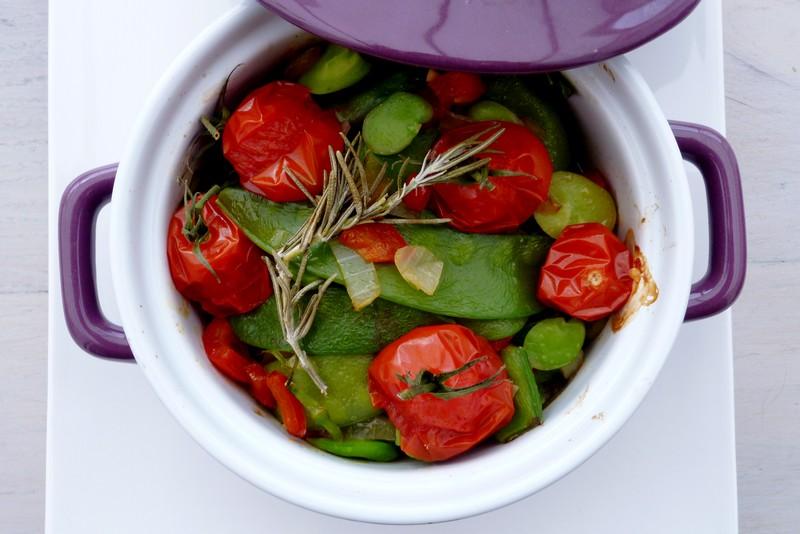 Cocottes de fèves, pois gourmands et tomates 004