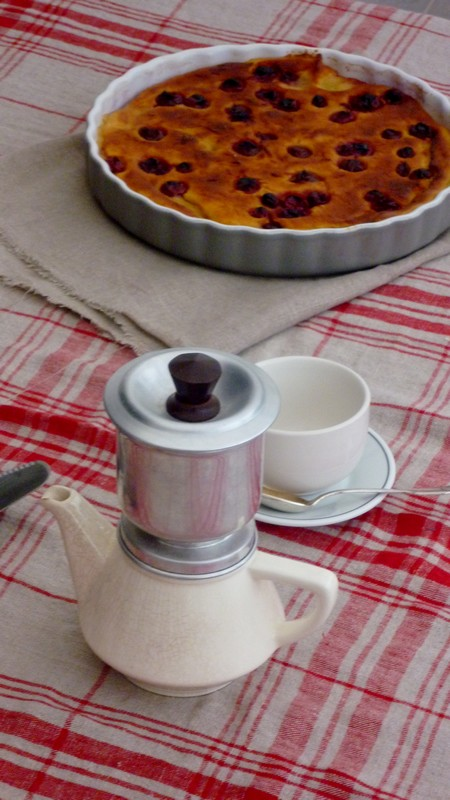 Gâteau de semoule au lait d'amandes et griottes 006