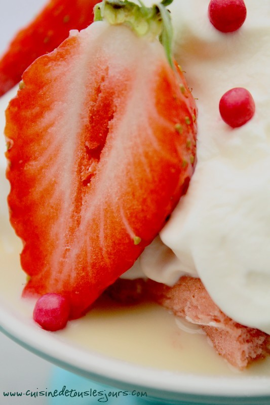 Coupes de fraises à la crème anglaise