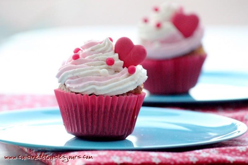 Cupcakes à la vanille, coeur de fraise_une