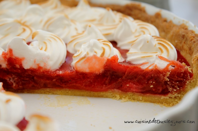 Tarte aux fraises et rhubarbe meringuée
