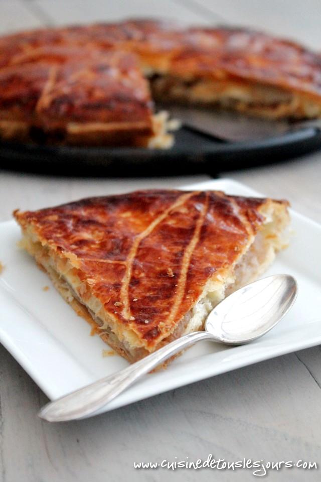 ©www.cuisinedetouslesjours.com - Galette des rois pomme, caramel au beurre salé et noisettes grillées