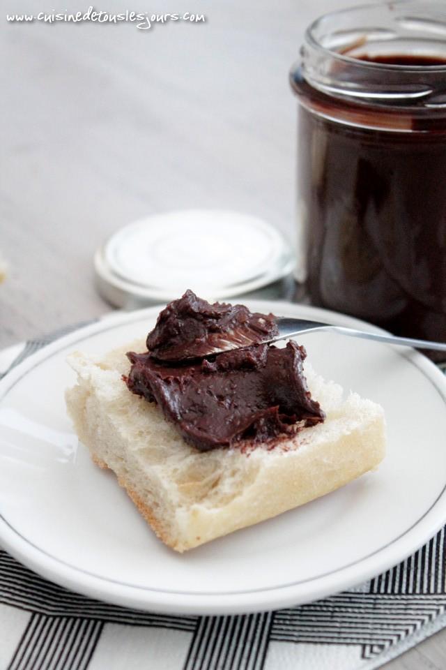 Pâte à tartiner au chocolat noir et aux noisettes