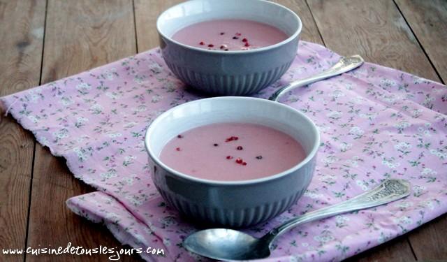 ©www.cuisinedetouslesjours.com - Potage pommes de terre, chou fleur et betterave rouge