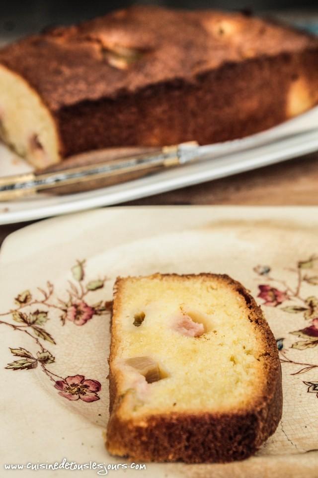 Quatre quarts à la rhubarbe - ©www.cuisinedetouslesjours.com
