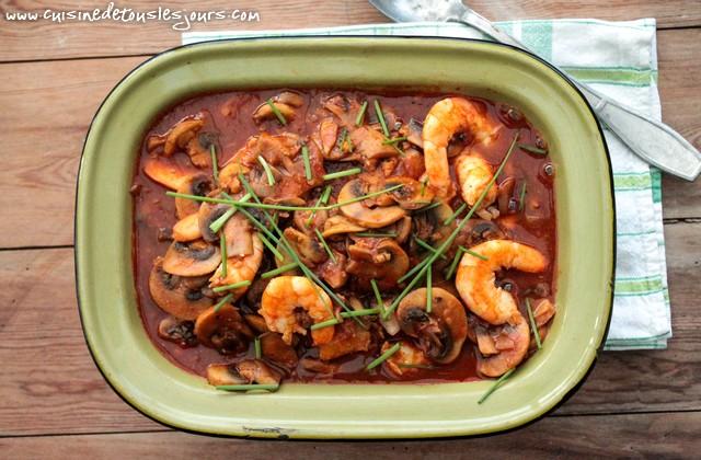 Crevettes et champignons LOU à la sauce tomate aux épices - ©www.cuisinedetouslesjours.com