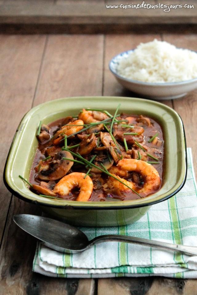 Crevettes et champignons LOU à la sauce tomate aux épices