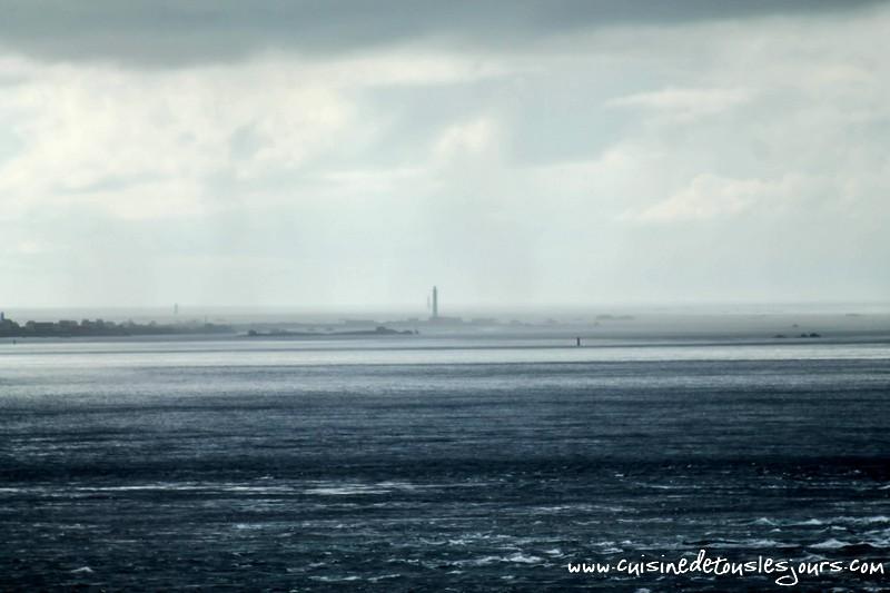 Pointe du raz - Vue sur l'île de Sein -©www.cuisinedetouslesjours.com