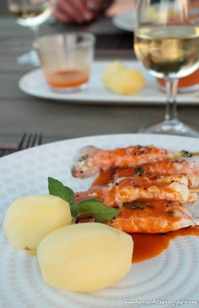 Brochettes de queues de langoustines & sauce à la bisque - ©www.cuisinedetouslesjours.com