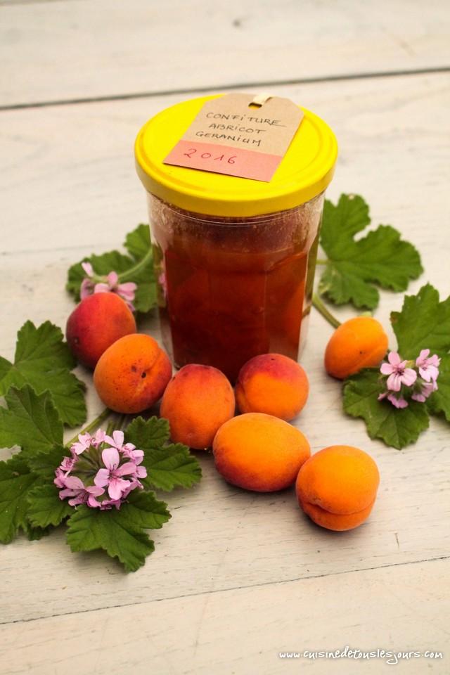 Confiture d'abricots au géranium - ©www.cuisinedetouslesjours.com