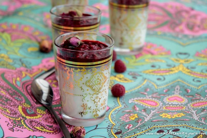 Panna cotta à la rose et framboise - ©www.cuisinedetouslesjours.com