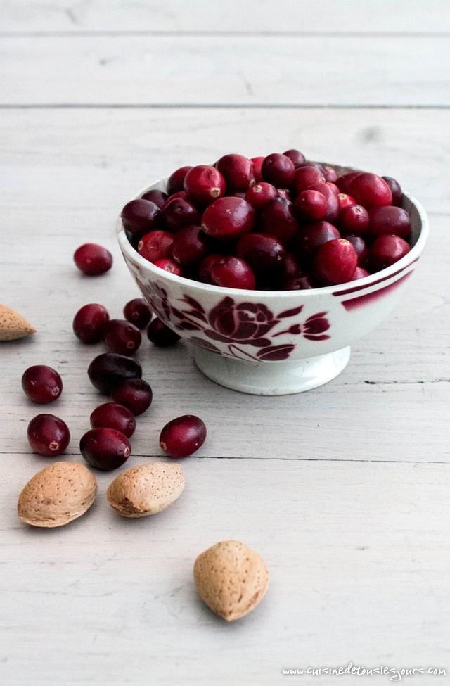 Galette des rois à la crème d'amande aux cranberries - ©www.cuisinedetouslesjours.com