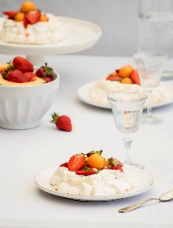 Pavlova au melon et fraises au basilic pour le n°10 de Campagne Gourmande - ©www.cuisinedetouslesjours.com