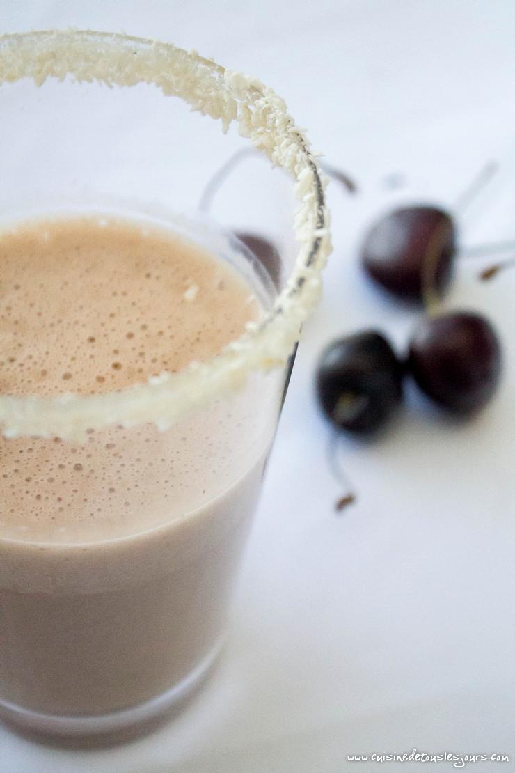 Milksake coco cerise réalisé avec le blender Vitamix pour Keimling - ©www.cuisinedetouslesjours.com