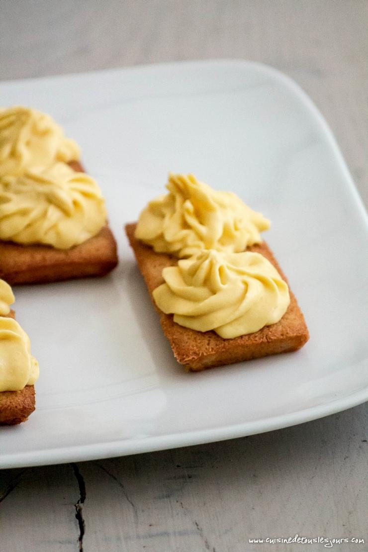 Financiers au blé noir et noisette, crème de pomme – ©www.cuisinedetouslesjours.com