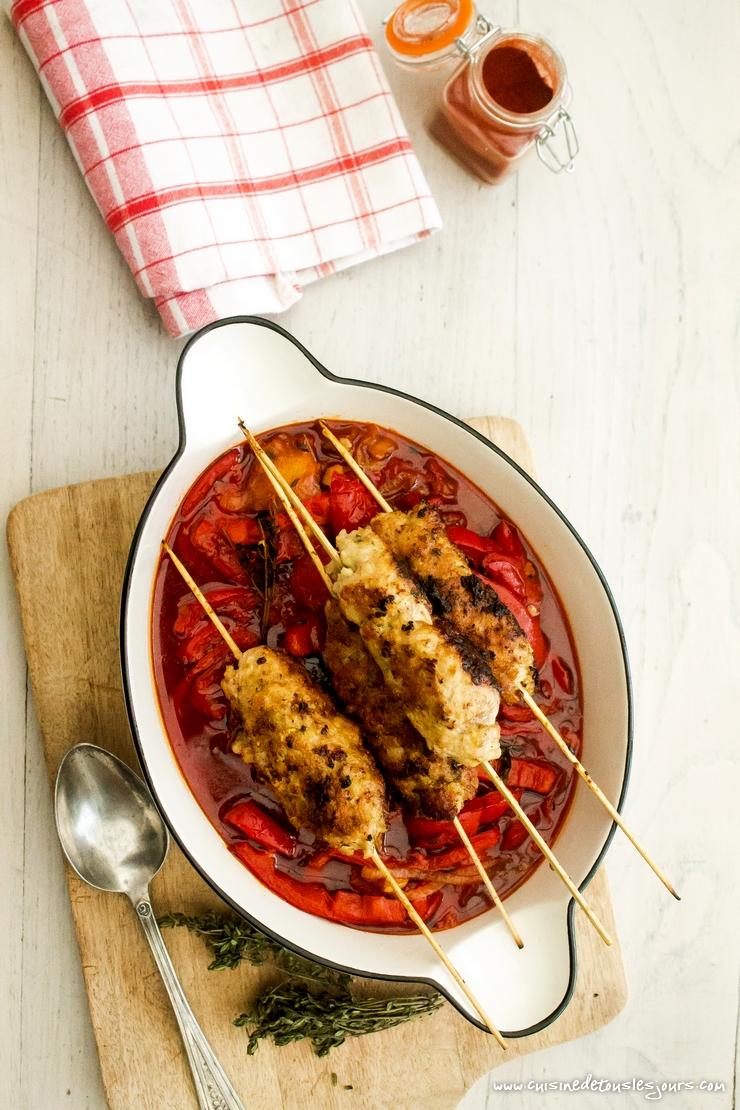 Brochettes de kefta de veau et fondue de poivron au paprika -©www.cuisinedetouslesjours.com