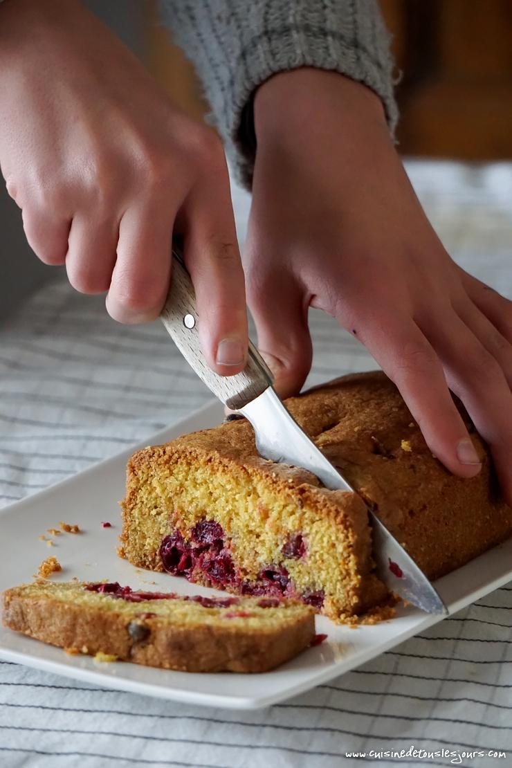 Gâteau à l'orange et aux cranberries - ©www.cuisinedetouslesjours.com