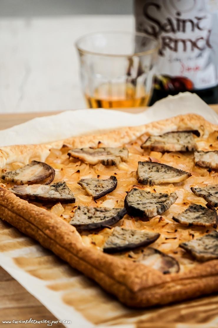Tarte à l'andouille et l'oignon de Roscoff confit au cidre - ©www.cuisinedetouslesjours.com