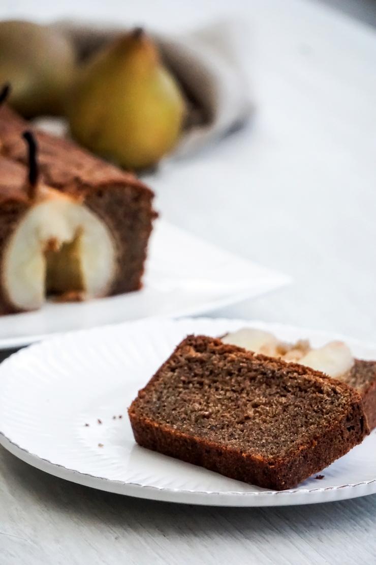 Quatre quarts au sarrasin et aux poires - ©www.cuisinedetouslesjours.com