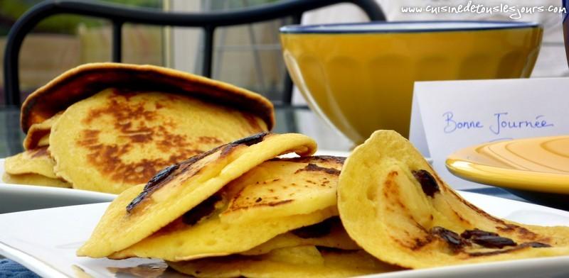 Pancakes à la pommes et aux raisins