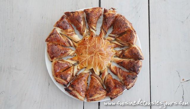 ©www.cuisinedetouslesjours.com - Tarte Soleil à la pomme et aux crêpes dentelles