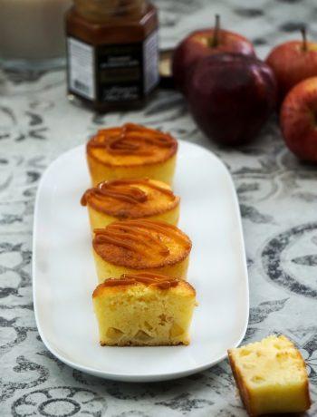 Moelleux au lait ribot et aux pommes, sauce au caramel au beurre salé - ©www.cuisinedetouslesjours.com